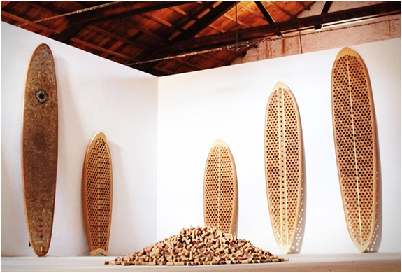 recycled-cork-stoppers-surfboard-richpeoplethings-wave-coast-sea
