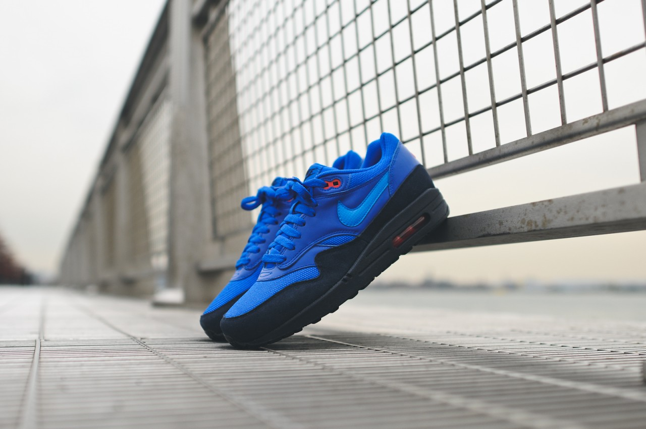NIKE-AIR-MAX-1-FB-OBSIDIAN-BLACK-LIGHT-PHOTO-BLUE